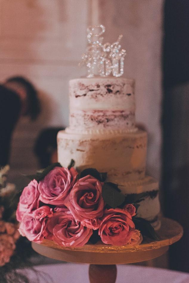 Haycosas que tu pastelero de bodas quiere que sepaspara ayudarte a mantener el control el gran día. Todos esperan los mejores momentos