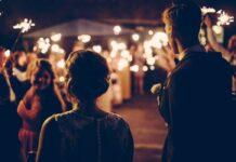 ideas divertidas para la entrada a la fiesta de bodas